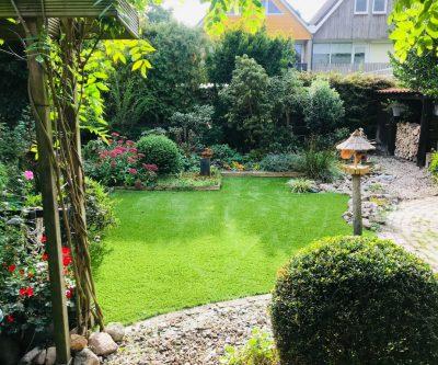 Mooi Kunstgras tuin klaar