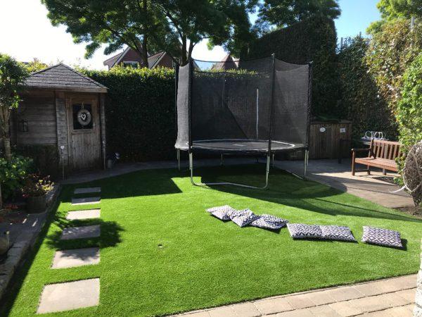 Zacht kunstgras tuin gelegd 2